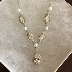 Elegant wedding pearl and diamond necklace